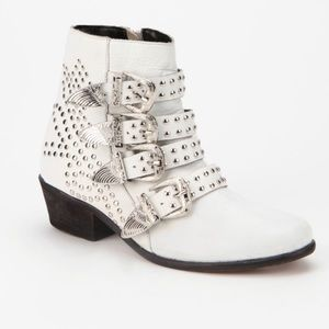 Rockstar ⭐️ Boots. White ecote studded booties